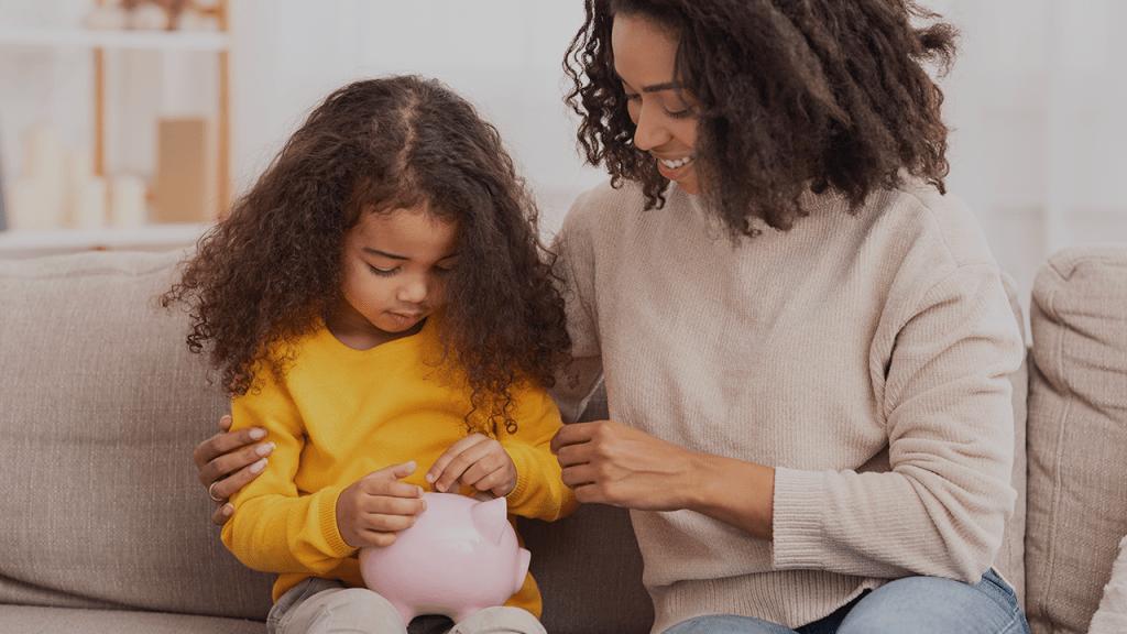 Mulheres que são chefe de família começam a receber o Auxílio de R$ 1.200.