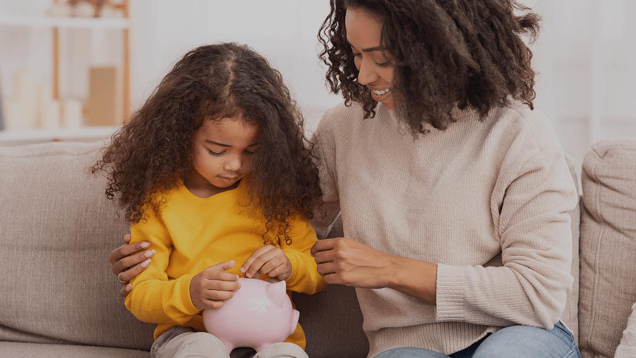 Mulheres que são chefe de família começam a receber o Auxílio de R$ 1.200