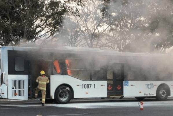 Terrorismo: Homem grita 'fora Bolsonaro' e incendeia ônibus